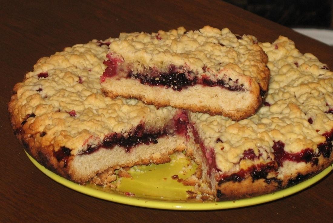 Пирог на скорую руку с ягодами рецепт пошагово